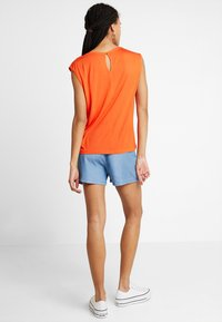 Vero Moda - VMMIA LOOSE SUMMER - Shorts - light blue denim - 2