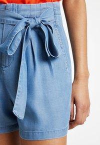 Vero Moda - VMMIA LOOSE SUMMER - Shorts - light blue denim - 3