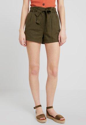 VMTAVI - Shorts - ivy green/solid