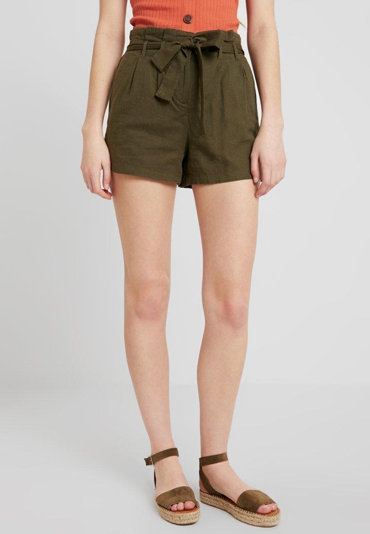 Vero Moda - VMTAVI - Shorts - ivy green/solid