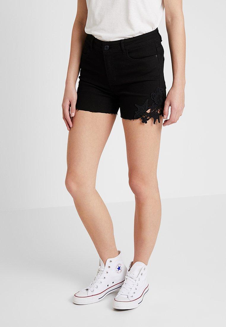 Vero Moda - VMSEVEN - Jeans Shorts - black
