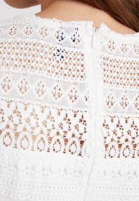 Vero Moda - VMHONEY PLEATED DRESS - Vestido informal - snow white - 7