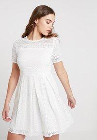 Vero Moda - VMHONEY PLEATED DRESS - Vestido informal - snow white - 0