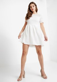 Vero Moda - VMHONEY PLEATED DRESS - Vestido informal - snow white - 2