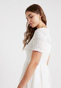 Vero Moda - VMHONEY PLEATED DRESS - Vestido informal - snow white - 5