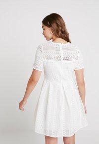 Vero Moda - VMHONEY PLEATED DRESS - Vestido informal - snow white - 3