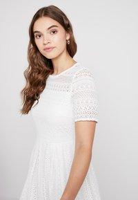 Vero Moda - VMHONEY PLEATED DRESS - Vestido informal - snow white - 4