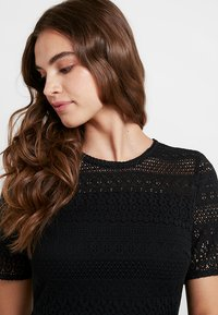 Vero Moda - VMHONEY PLEATED DRESS - Vestido informal - black - 5