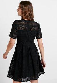 Vero Moda - VMHONEY PLEATED DRESS - Vestido informal - black - 3