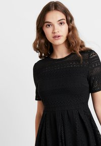 Vero Moda - VMHONEY PLEATED DRESS - Vestido informal - black - 4