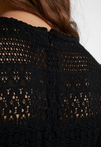 Vero Moda - VMHONEY PLEATED DRESS - Vestido informal - black - 7
