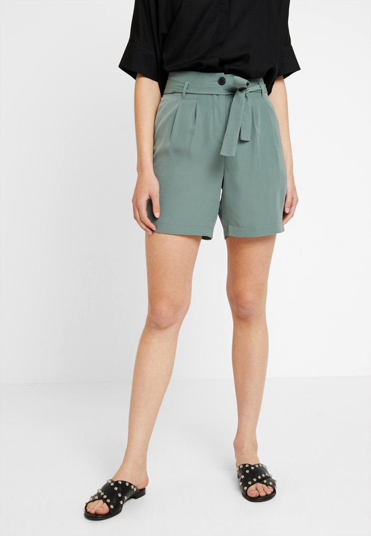 Vero Moda - VMSELINA - Shorts - laurel wreath