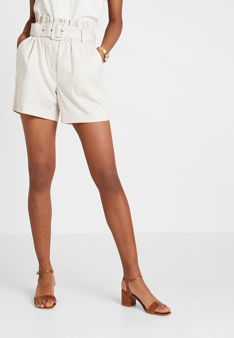 Vero Moda - VMGALLY - Shorts - oatmeal/snow white