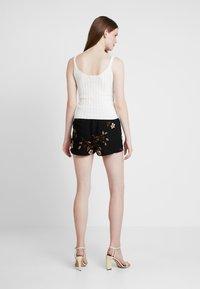 Vero Moda - VMCALLIE - Shorts - black - 2