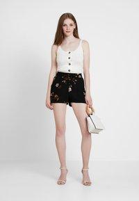 Vero Moda - VMCALLIE - Shorts - black - 1