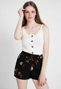Vero Moda - VMCALLIE - Shorts - black - 3