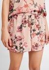Vero Moda - VMSUNILLA TIE - Shorts - mahogany