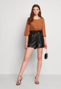 Vero Moda - VMSALLY - Shorts - black - 1