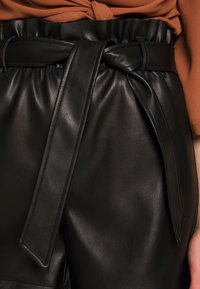 Vero Moda - VMSALLY - Shorts - black - 4