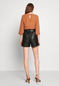 Vero Moda - VMSALLY - Shorts - black - 2