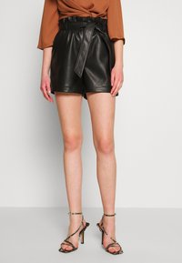 Vero Moda - VMSALLY - Shorts - black - 0