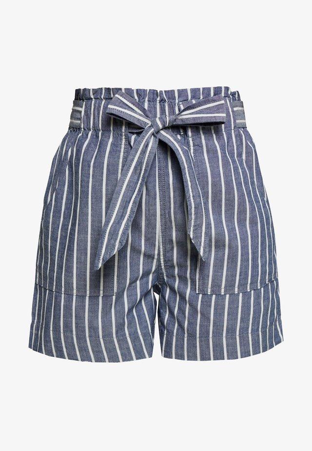 VMEMILY POCKET - Shorts - medium blue denim/white