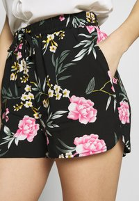 Vero Moda - VMSIMPLY EASY - Shortsit - black/elva - 4