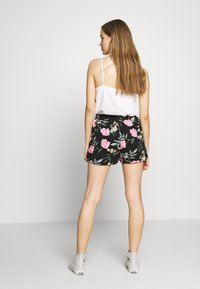 Vero Moda - VMSIMPLY EASY - Shortsit - black/elva - 2