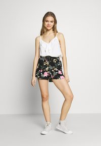 Vero Moda - VMSIMPLY EASY - Shortsit - black/elva - 1