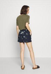 Vero Moda - VMFALLIE - Shorts - navy blazer/fallie - 2