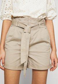Vero Moda - VMEVA PAPERBAG  - Shorts - silver mink - 4