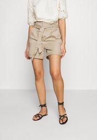 Vero Moda - VMEVA PAPERBAG  - Shorts - silver mink - 0
