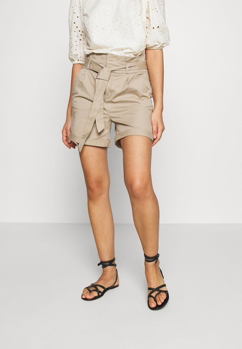 Vero Moda - VMEVA PAPERBAG  - Shorts - silver mink