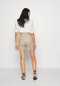 Vero Moda - VMEVA PAPERBAG  - Shorts - silver mink - 2