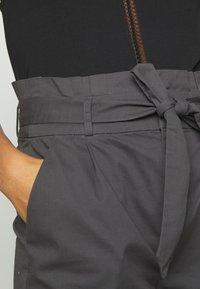Vero Moda - VMEVA PAPERBAG  - Shorts - phantom - 4