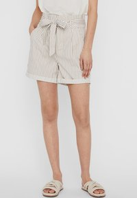 Vero Moda - PAPERBAG - Shorts - beige - 0