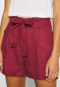 Vero Moda - VMTEAGAN LOOSE PAPERBAG - Shorts - tibetan red - 4