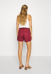 Vero Moda - VMTEAGAN LOOSE PAPERBAG - Shorts - tibetan red