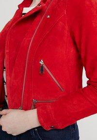 Vero Moda - VMROYCE - Veste en cuir - fiery red - 5
