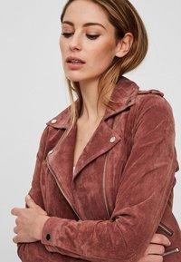 Vero Moda - VMROYCE - Veste en cuir - brown - 2