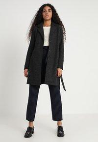 Vero Moda - VMNINA BRUSHED - Zimní kabát - dark grey melange - 1