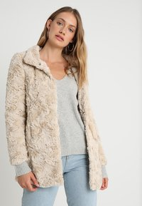 Vero Moda - VMCURL HIGH NECK JACKET NO - Halflange jas - oatmeal - 0