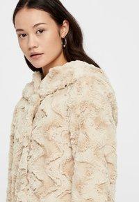 Vero Moda - VMCURL - Zimní bunda - beige - 3