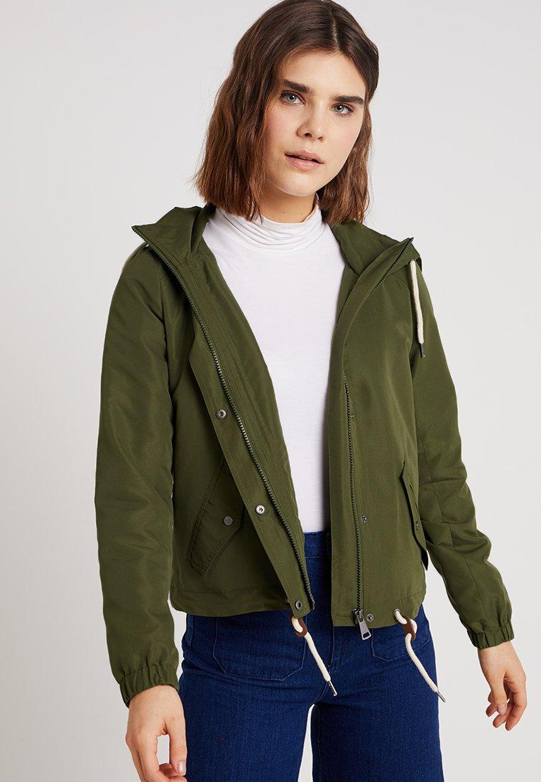 Vero Moda - VMCALLA - Leichte Jacke - ivy green