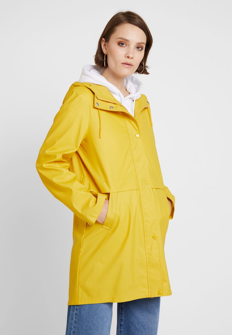 Vero Moda - VMFRIDAY NEW COATED JACKET - Parkas - spicy mustard