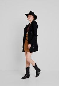 Vero Moda - VMJOYCEDAISY - Classic coat - black - 1