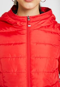 Vero Moda - VMSIMONE HOODY SHORT JACKET - Lehká bunda - chinese red - 5
