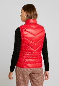 Vero Moda - VMSORAYA SHORT WAISTCOAT - Waistcoat - chinese red - 2