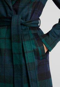 Vero Moda - VMCINDY BELT - Manteau classique - ponderosa pine/blue - 5