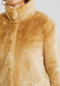 Vero Moda - VMMINK  JACKET - Winter jacket - birch - 4